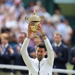 Novak Djokovic a câştigat un nou titlu la Wimbledon, după o finală istorică împotriva lui Federer