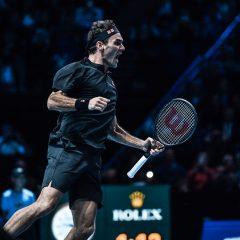 Federer il invinge pe Djokovic si se califica in semifinalele Turneului Campionilor